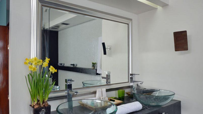 Spiegel und Waschtisch Badezimmer Villa Adeje auf Teneriffa