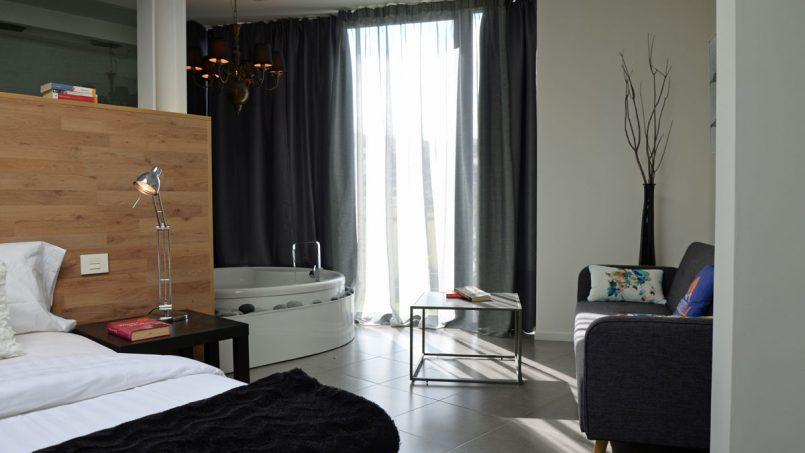 Bett und Whirlpool Schlafzimmer Villa Adeje auf Teneriffa